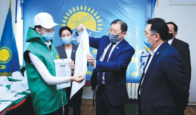Эко-волонтерам вручили спецодежду