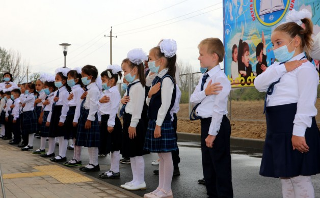 В селе Батан первого сентября распахнула двери первая средняя школа