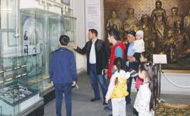 Олар Жамбыл музейіне барды
