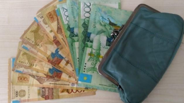 Карасайцы получают социальные выплаты