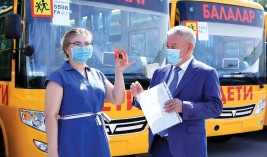 Автопарк трех школ пополнился новыми автобусами