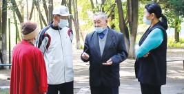 Волонтеры из села Алмалыбак стараются спасти парк